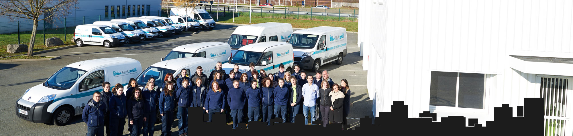 L'équipe NVL et sa flotte de véhicules